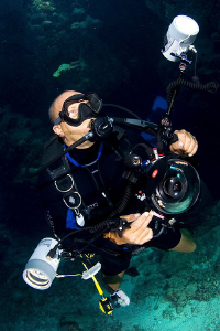 The Underwater Photographer - Doc Dray. by Jim Garland 